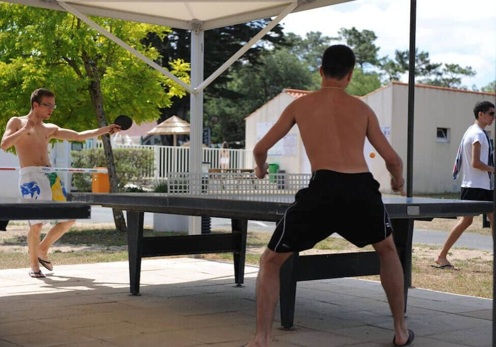 Camping Daviere plage, tables de ping-pong